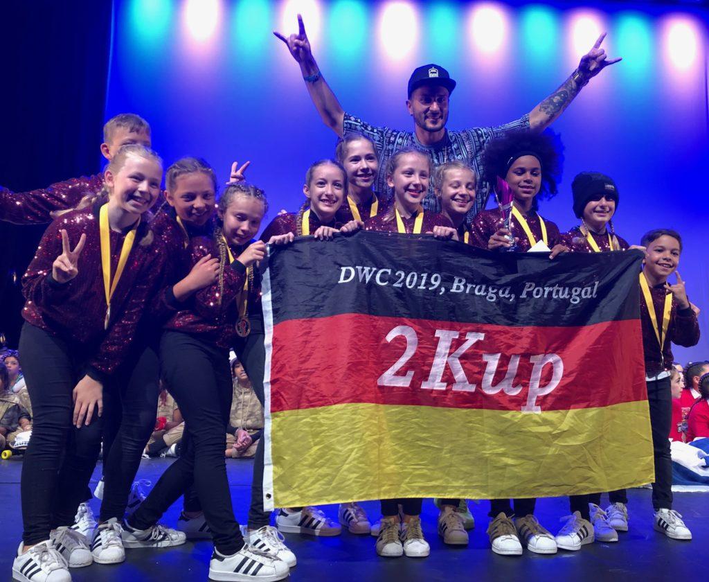"""Beim """"Dance World Cup"""" in Portugal sicherte sich """"2K.UP"""" den Weltmeistertitel und das """"Trio Bellini"""" den sechsten Platz. """"2K.UP"""" und """"The K. Crew"""" haben sich 2019 außerdem für die Hip-Hop-Weltmeisterschaft in Phoenix, Arizona (USA) qualifiziert."""