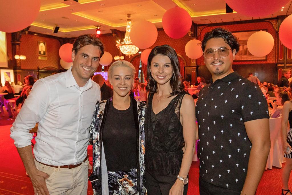 """Die Gründerin der Europa-Park Talent Academy, Katja Mack (2. v. r.) mit ihrem Ehemann Thomas (l.) und den """"Let's Dance""""-Stars Erich Klann und Oana Nechiti"""