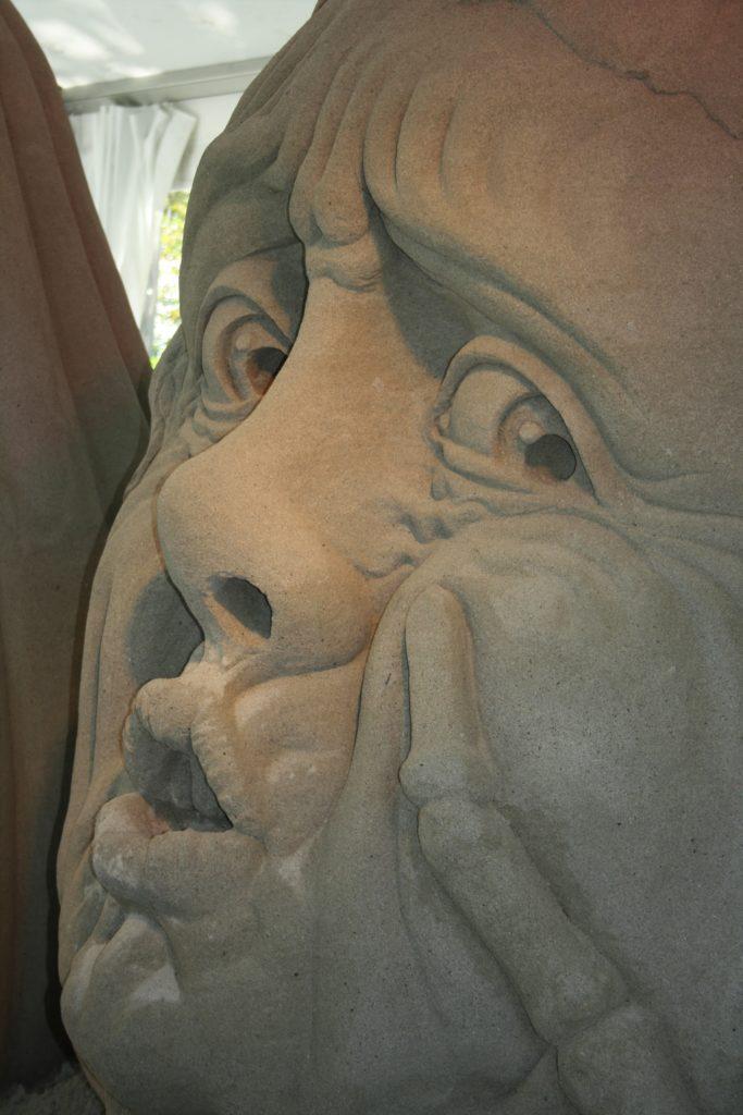 Kaum zu glauben, dass diese detailreichen und gigantischen Kunstwerke aus purem Sand bestehen!