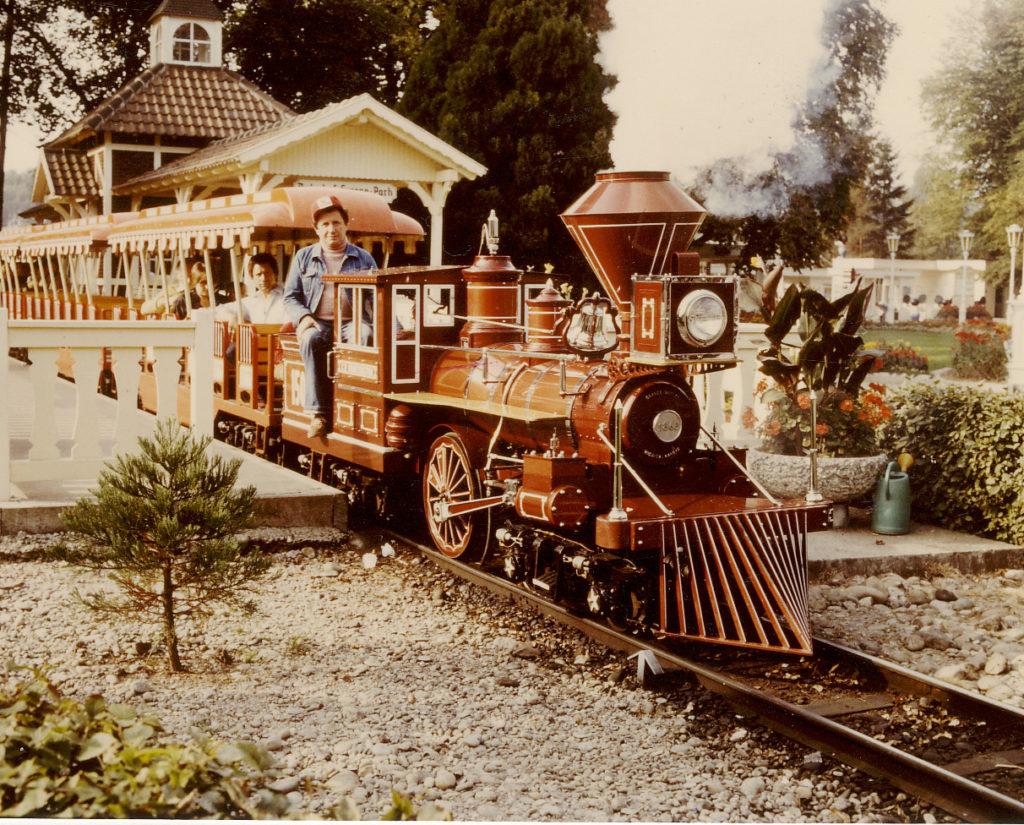 Die Panoramabahn wurde im Jahr 1975 eröffnet und zählt zu den ältesten Attraktionen des Europa-Park.