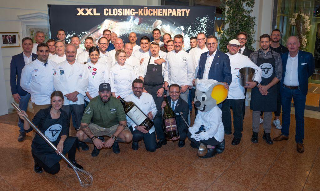 Gruppenbilder aller Gastköche der diesjährigen XXL-Küchenparty im Hotel Colosseo und Bell Rock
