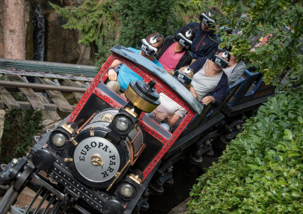 A Europa-Park, on trouve 2 attractions VR : Alpenexpress Coastiality...