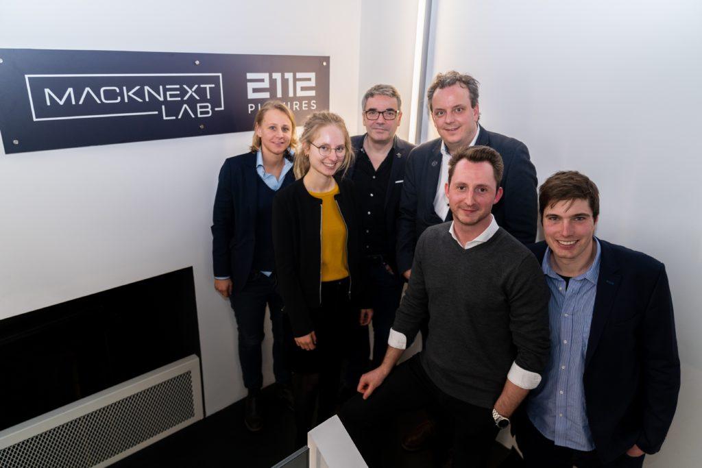 Michael Mack, der Geschäftsführer von MackNeXT, gemeinsam mit seinem Team des MackNeXT Lab bei der Büroeinweihung im Februar.