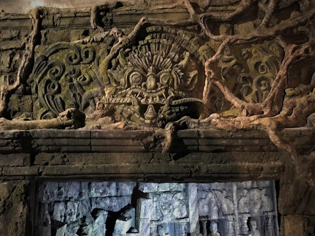 Liebevoll ausgestaltete Ornamente kann der Besucher während der Fahrt überall entdecken.