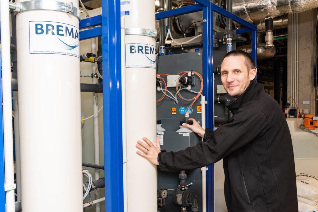 Wasserexperte Andreas Beil kennt die Systeme der Wasserzentrale aus dem EffEff. Tägliche Routine-Kontrollen führt er daher immer persönlich durch.