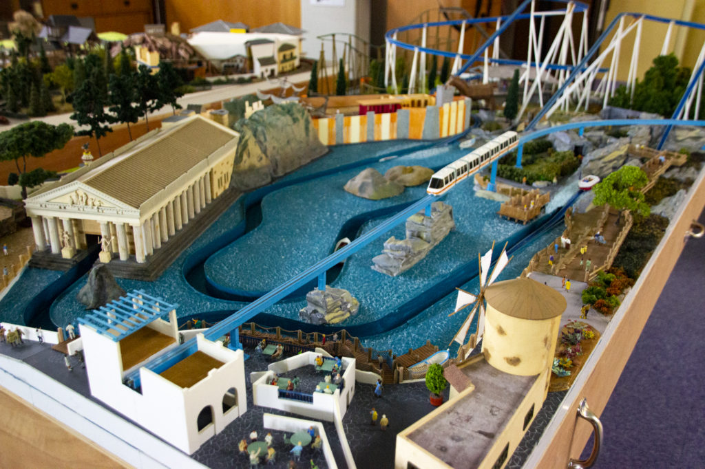 Die Wasserachterbahn Poseidon im Miniaturformat.