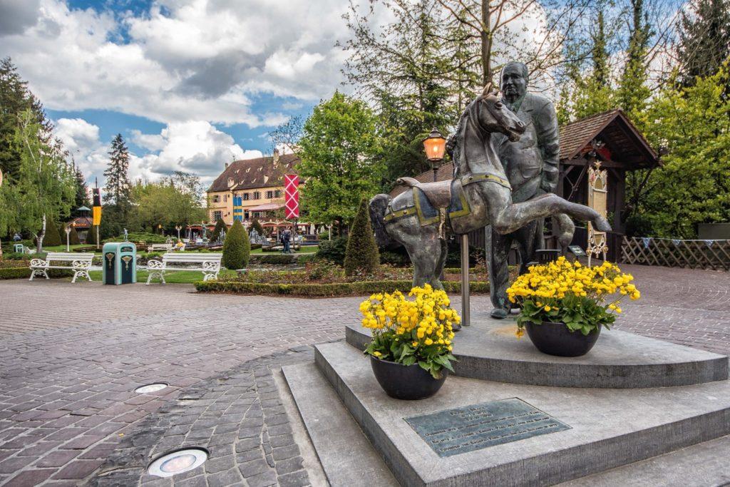 Die Statue von Franz Mack begrüßt die Besucher nach wie vor im Europa-Park