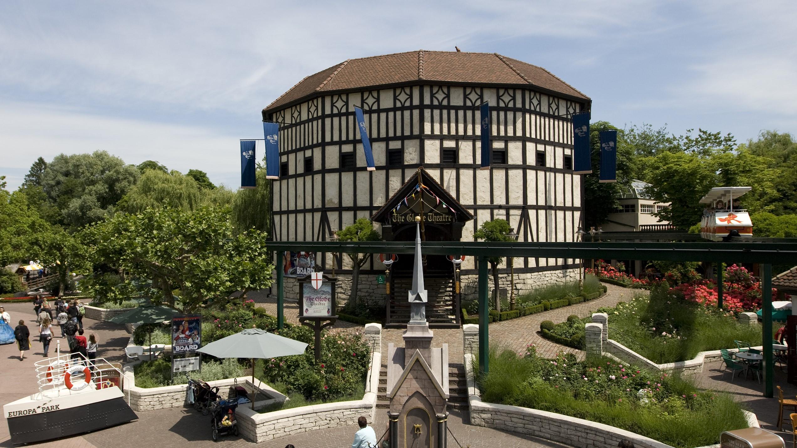 """Das """"Globe Theater"""" im Englischen Themenbereich des Europa-Park."""