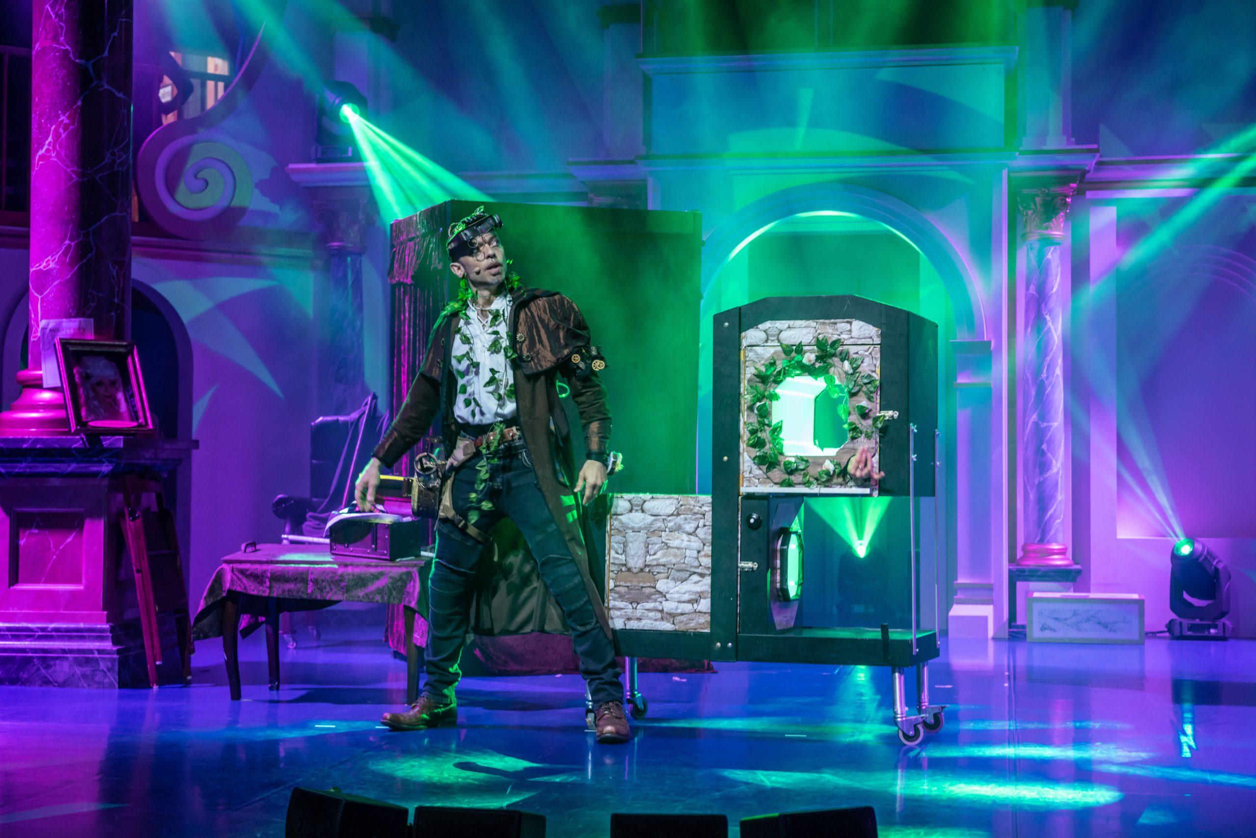 Geisterjäger Dimitri vor seinem nächsten Zaubertrick.
