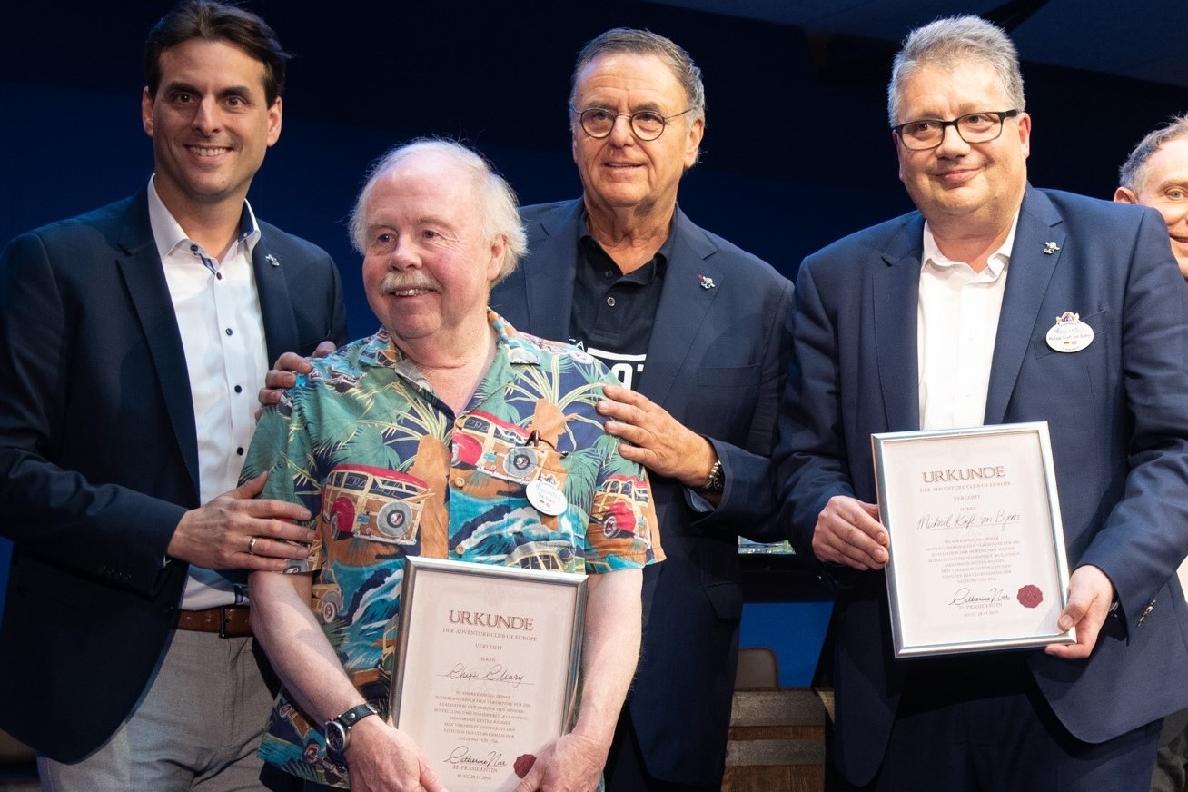 Michael Kreft von Byern (r.) und Chip Cleary (l.) zusammen mit Roland und Thomas Mack bei der Eröffnung von Rulantica 2019